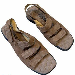 Cobbie Cuddlers Womens Leather Sandals Size 9.5W